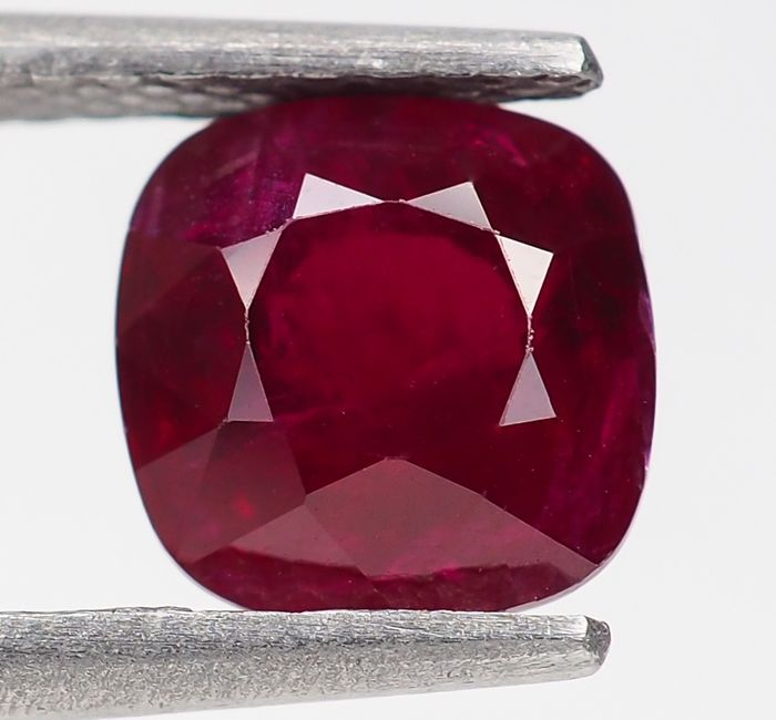 "Sin Reserva - ""Pigeon Blood"" Red Ruby - 2.01 ct"