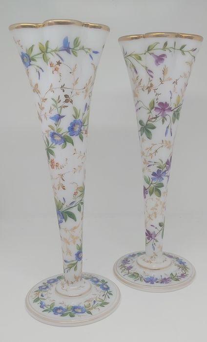 Pair of Baccarat 19th c. Opaline Vases (2) - Enamelled Opaline Floral Glass - Mid 19th century