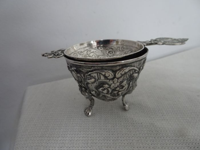 Dutch silver tea strainer with drip tray (2) - .833 silver, .835 silver - Netherlands - 1922 and second half of the 20th century