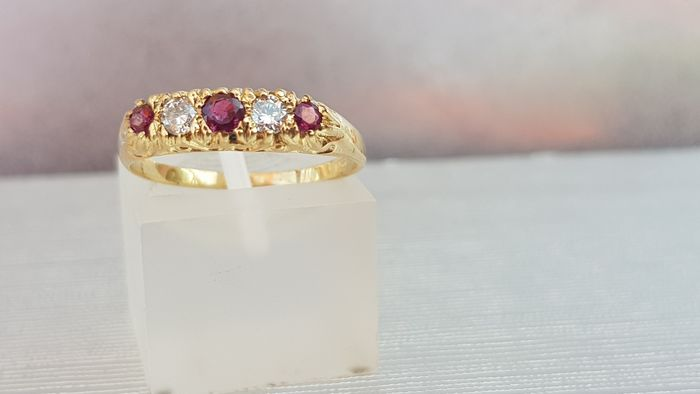 Vintage Ruby & Diamond Half Eternity Ring-excellent condition - 9ct 375 Oro giallo - Anello Rubino - Diamanti
