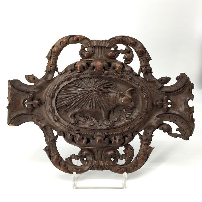"Relief, emblem for the ""Ordre de Porc-Épic"" - Walnut - 19th century"