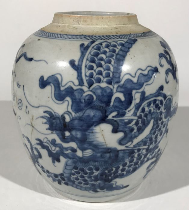 Ginger jar - Blue and white, Dragonware - Porcelain, Wood - Small dragon ginger jar, 18th century - China - Qing Dynasty (1644-1911)