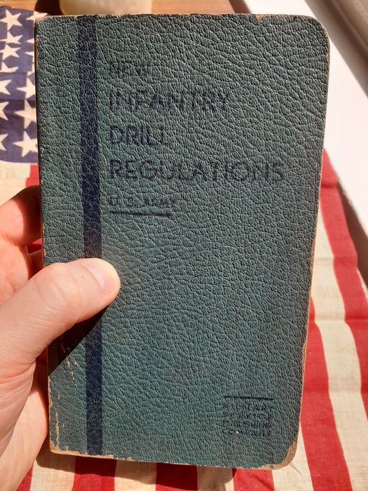 United States - Official US Army Soldiers Drill Regulations Handbook - >300 pages!! Airborne - Ranger - Equipment - 1939