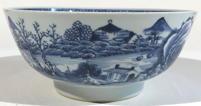 Bowl - Blue and white - Porcelain - Flowers - Chinese porcelain blue and white bowl - China - 18th century