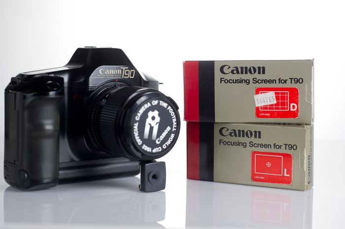 Canon T90 + 85f/1,8 and 2 focusing screens