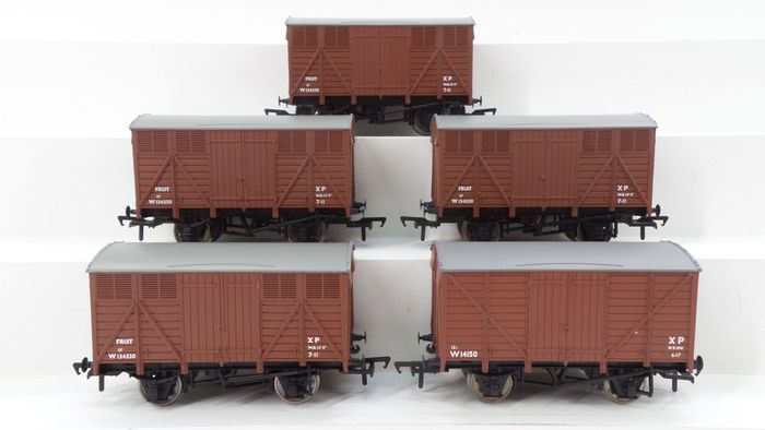 Bachmann 00 - 37-752 - Freight carriage - 5 Closed 12-ton carts for fruit - British Rail