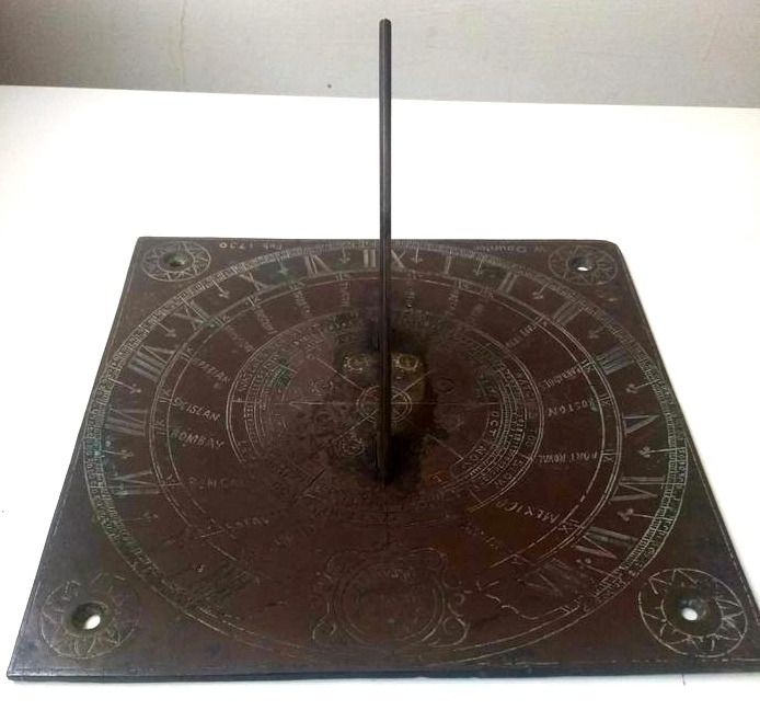 Horizontal sundial - Patinated bronze - First half 18th century