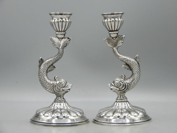 Candlestick, Fine pair of fish or dolphin candlesticks (2) - .915 silver - Spain - Mid 20th century