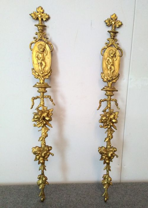 Ornaments with putti medallions in Louis XVI style (2) - Bronze (gilt) - 19th century