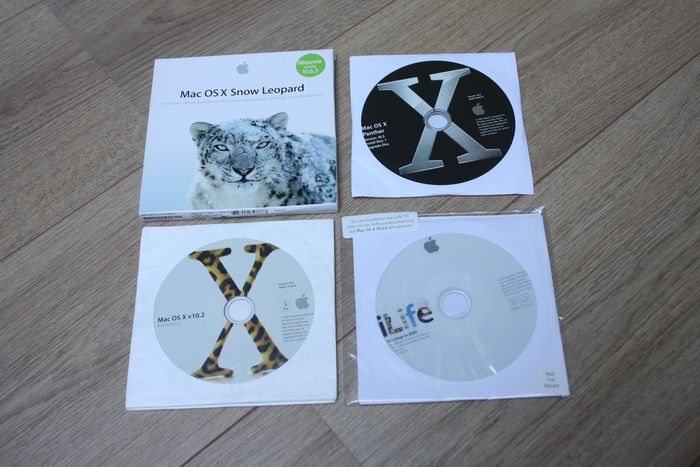 Apple Lot of several vintage Operating Systems - OS X Sneeuwluipaard, Panther, Jaguar - Met iLife 09