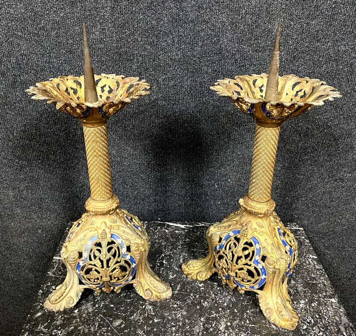 Pair of candle sticks in gilded bronze and polychromy - Bronze (gilt) - Mid 19th century