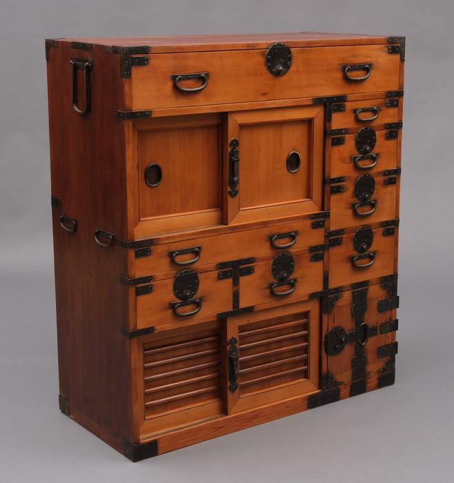 Closet - Wood -  Merchants closetwith secret compartment. Fully restored with beautiful golden oak patina - Japan - Meiji period (1868-1912)