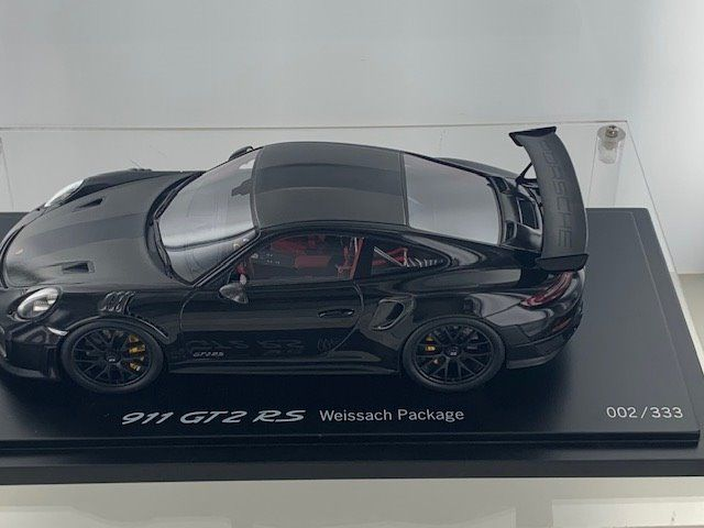 Spark - 1:18 - Porsche 911 GT2 RS Weissach Package - WAX02100038