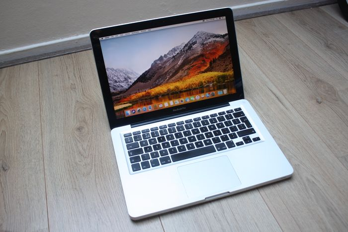 Apple MacBook Pro 13 inch (Early 2011) - Intel Core i5 2.3Ghz, 6GB DDR3 RAM, 500GB HDD - With new charger