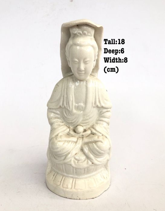 Beeld - Blanc de chine - Keramiek - Guan Yin Goddess of Mercy - Signed - China - Begin 20e eeuw