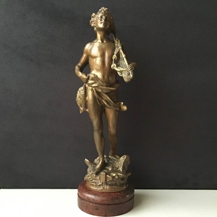 Sculpture, Young Fisherman - Bronze patinated spelter on a wooden base - ca. 1900