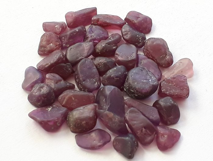 Magnificent batch of raw purple rubies Umba River, ct. 112.00 Raw multicolor natural corundum crystal - 22.4 g - (35)