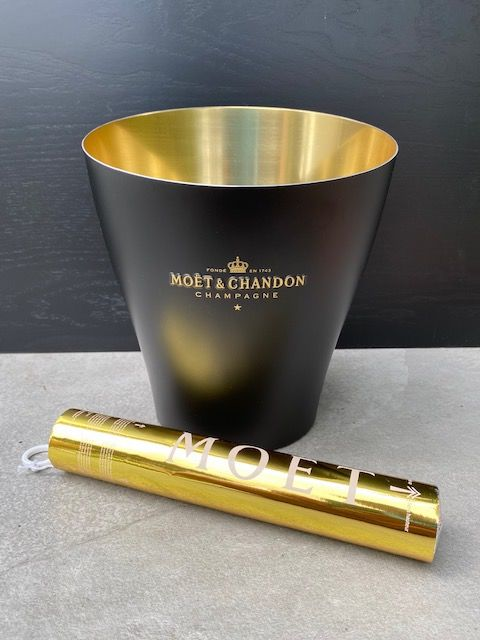 Moët & Chandon ice-bucket in black and gold & 1 party popper - Champán