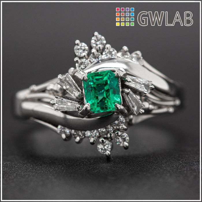 Platinum, 6.84g - Ring - 0.32 ct Emerald - 0.28 ct Diamonds - No Reserve Price