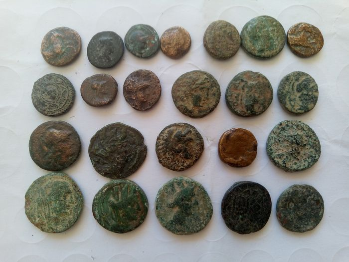 Griechenland (Antike) - Lot comprising 23 AE coins, incl.: Lydia. Sardes. AE, ca 133 BC-AD 14 / Kings of Macedon. Alexander III 'the Great', AE, 336-323 BC