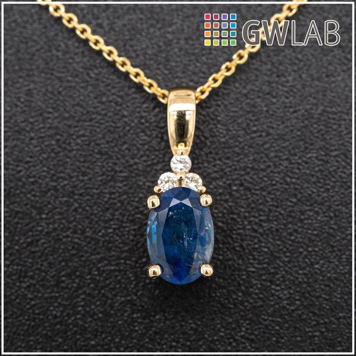 14 kt. Yellow gold, 1.65g - Necklace with pendant - 0.91 ct Sapphire - 0.03 ct Diamonds - No Reserve Price