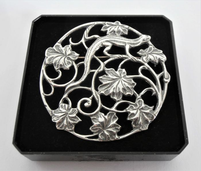 Art Nouveau large-sized silver brooch and/or pendant with salamander