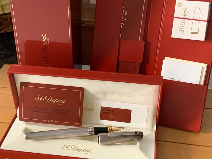 S.T. Dupont - Fountain pen - Set of 1
