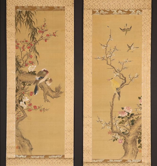 Hanging scroll (2) - Bone, Silk - Set of two very fine scrolls with birds and flowers - Japan - 19th century