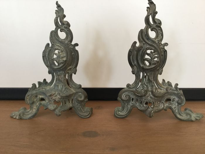 antique French Chenets / fireplaces Louis XV (2) - Rococo - Bronze, Iron (cast/wrought) - Late 18th century