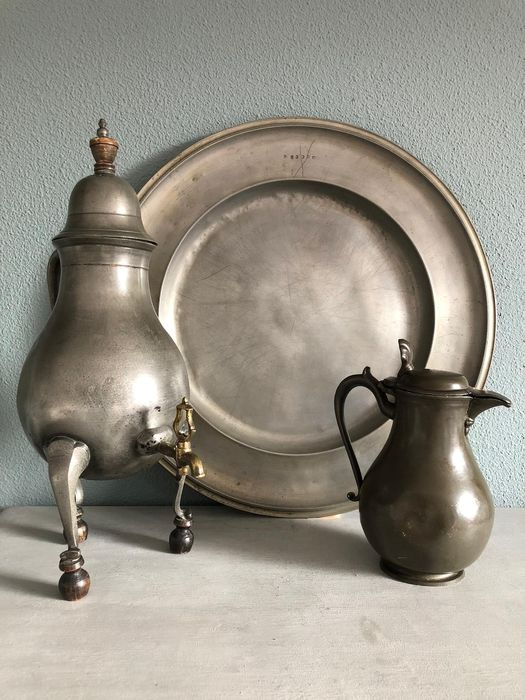 Large antique pewter dish 45.5 cm !!!! Brussels - tap jug 41 cm and small sneb jug 18.5 cm. (3) - Pewter - 19th century