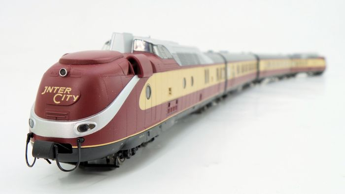 Trix H0 - 22202 - Train unit - BR 602 (VT 11.5) IC trainset with gas turbine, professionally converted to Trix Express - DB