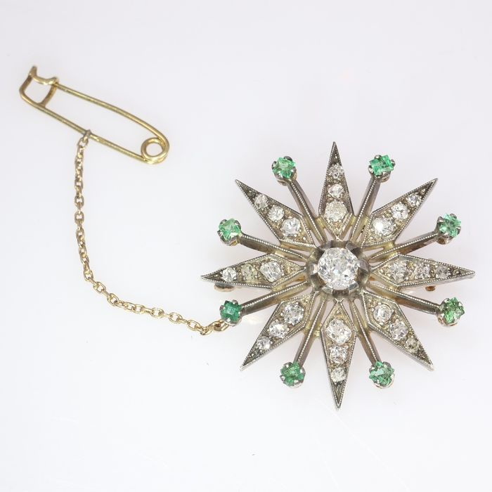 18 kt. Pink gold, Silver - Brooch, Antique Victorian, Anno 1880 - 0.40 ct Emerald - Diamonds, Total diamond weight 1.30 crt, Natural (untreated), NO RESERVE PRICE