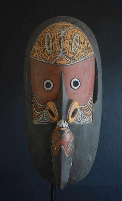 Tumbuan mask with beautiful painting from Angoram (1) - Wood - Papua New Guinea