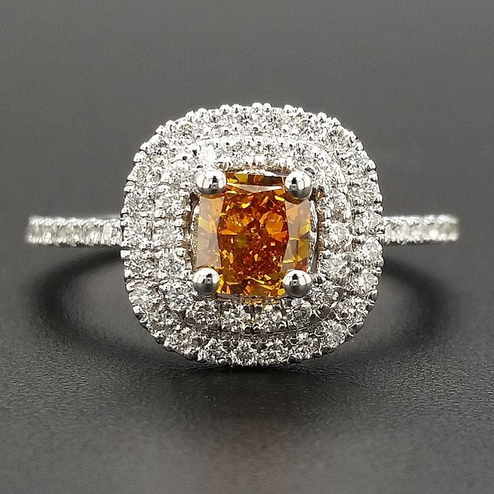 0.92ct Natural Fancy Vivid Orange, Diamonds - 14 kt. White gold - Ring - ***No Reserve Price***