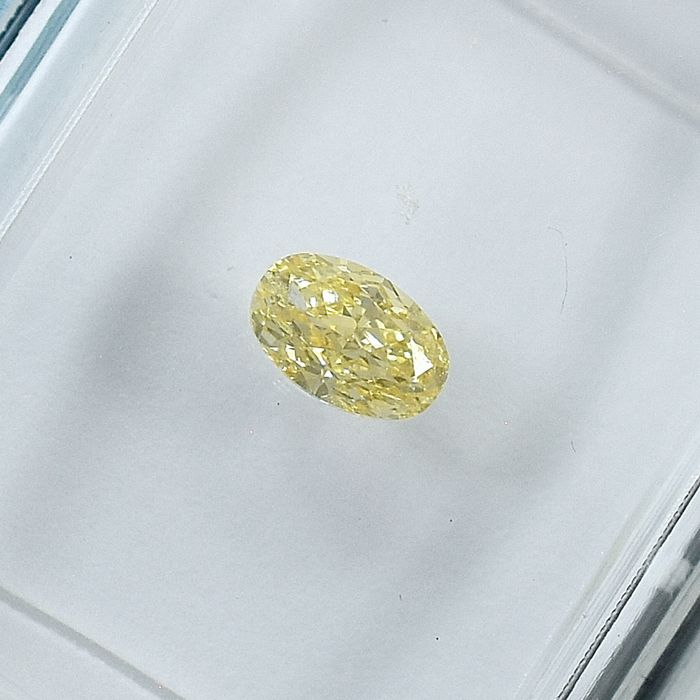 Diamond - 0.27 ct - Oval - Natural Fancy Light Orangy Yellow - SI2