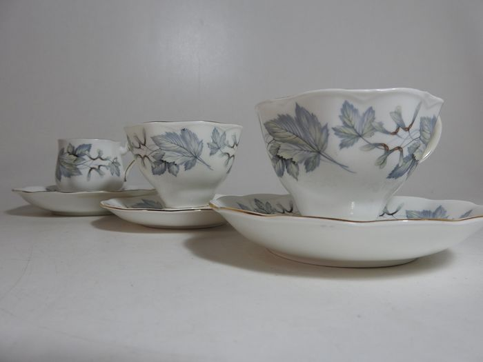 Royal Albert - Cup and saucer sets (3) - Romantic - Porcelain