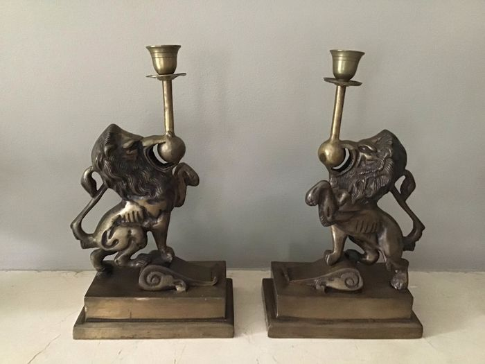 Set of two lion candlesticks (2)