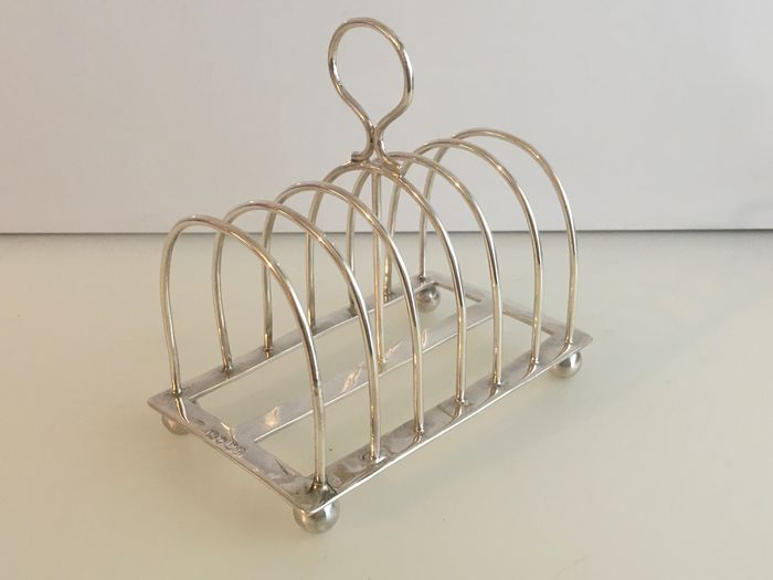 Victorian sterling silver deco style 7 bar 6 division toast rack (1) - .925 silver - William Hutton & Sons - U.K. - Late 19th century