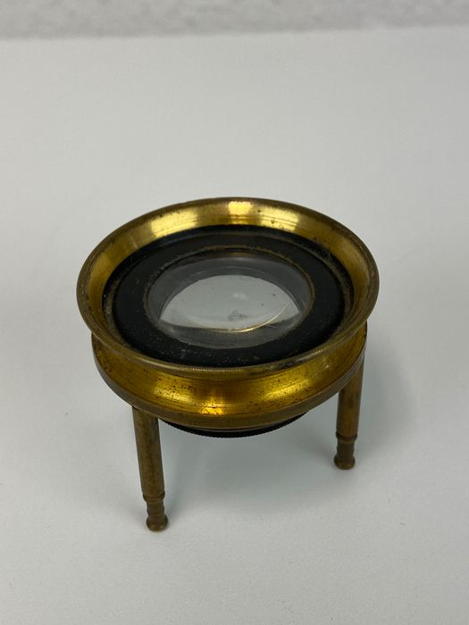A table magnifying glass to read charts and sea charts - Brass - Circa 1900