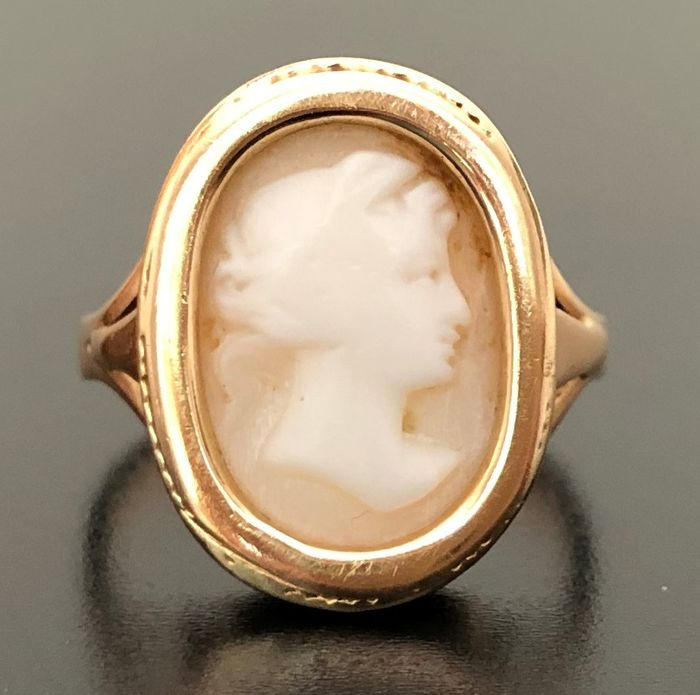 18 kt. Yellow gold - Old 1930s ring - Shell cameo 1.5 cm x 1 cm - ** NO RESERVE PRICE **