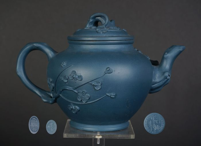 Antique chinese yixing teapot with seal mark and master signing (1) - Yixing clay - China - Mid 20th century