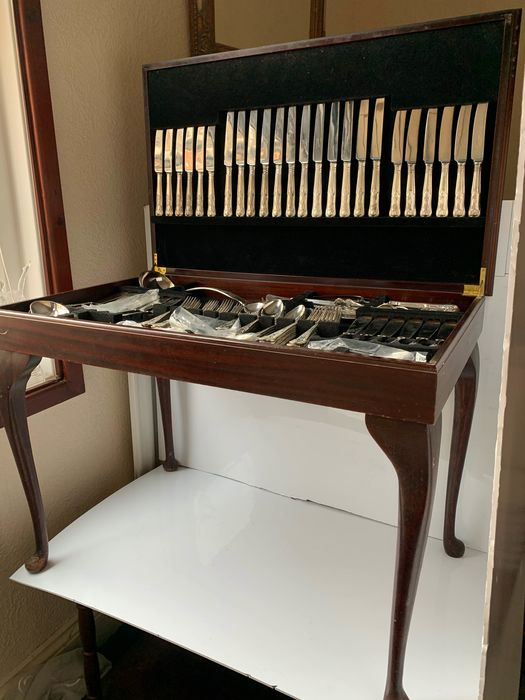 Table top of 130 pieces silverplated EPSN A1 cutlery set made in Sheffield (120) - Silverplate