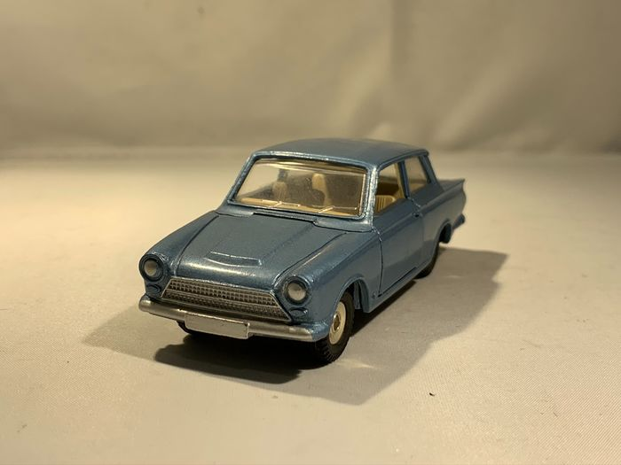 DInky - 1:43 - Ford Cortina - Made in England