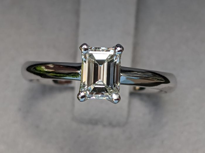 GIA Emerald Cut Solitaire Engagement Ring - 14 kt. White gold - Ring - 0.75 ct Diamond - H VS2