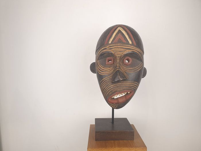 Mask - Wood - in Inuit style