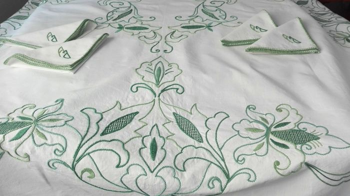 Unique handmade towel with hand embroidered flowers with 6 equal napkins 175 x 160 cm (7) - Linen - Second half 20th century