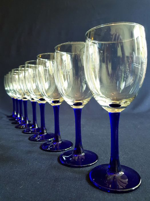 Luminarc - Wine glasses with a blue base. (9)