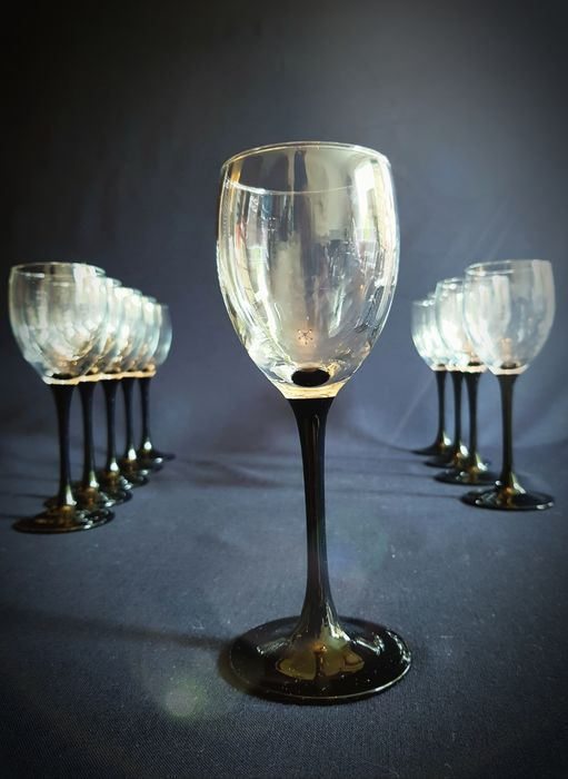 Luminarc - Wine glasses with a black base. (10)