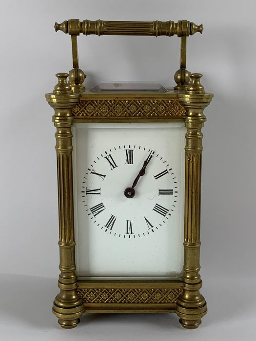Travel alarm clock with going work and Roman numerals - Brass - Late 19th century