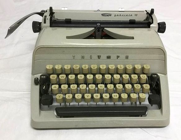 Triumph - Gabriele 10 - typewriter with case, 1970s - Gabriele 10
